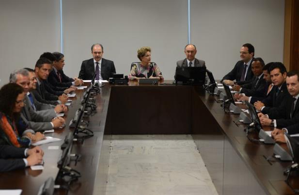 Líderes cobram posição de Dilma sobre proposta de reajuste da tabela do IR