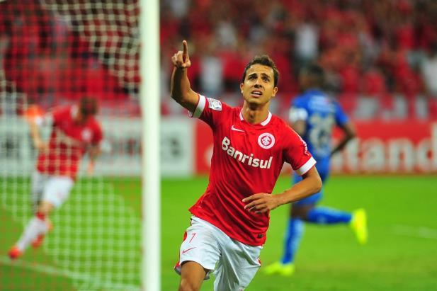 Inter sofre, mas vira sobre o Emelec no Beira-Rio