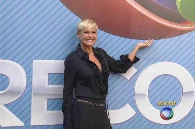 Xuxa é recebida com tapete vermelho na Record