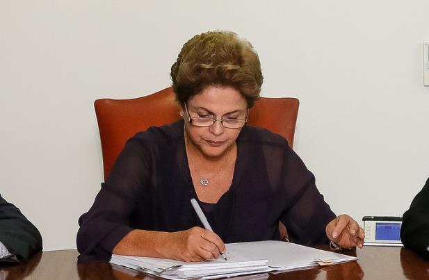 Dilma reconhece problemas e pede esforço dos brasileiros para superar crise