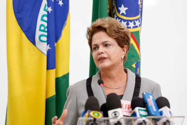 """Dilma evita críticas a protestos contra o governo: """"Valeu a pena lutar pela democracia"""""""