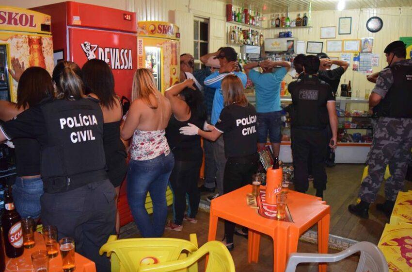 """Polícia Civil e Brigada Militar realizaram a operação """"Randevu"""" fechando bar e casa noturna"""