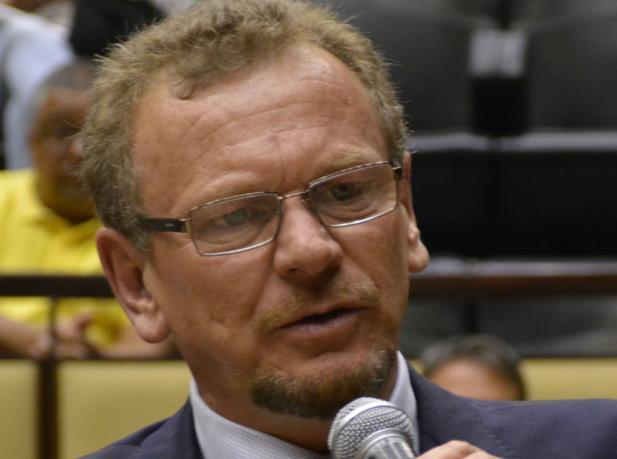 Oposição teme que Piratini congele salários