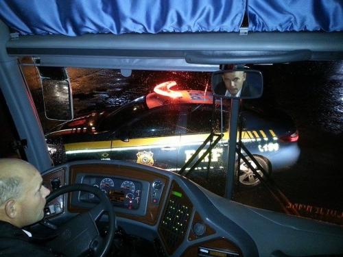 Ônibus do Tupi é apedrejado em Vacaria e delegação é escoltada pela PRF