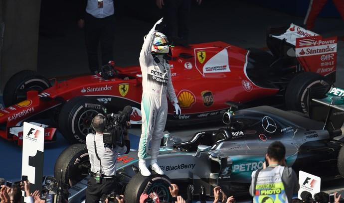 Hamilton não dá chances aos rivais e reina na China. Massa é 5º, Nasr, 8º