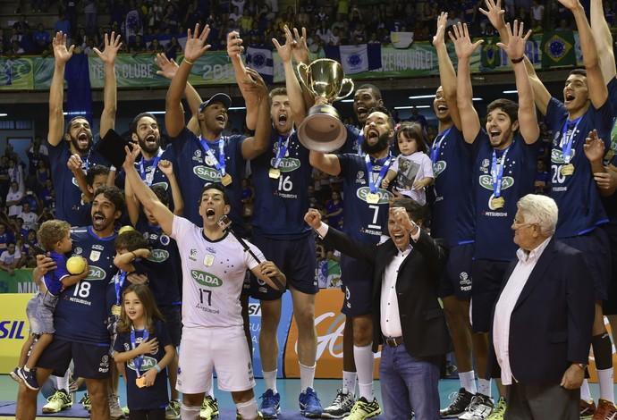 No ritmo de Leal, Cruzeiro vira sobre o Sesi-SP e conquista o tri da Superliga