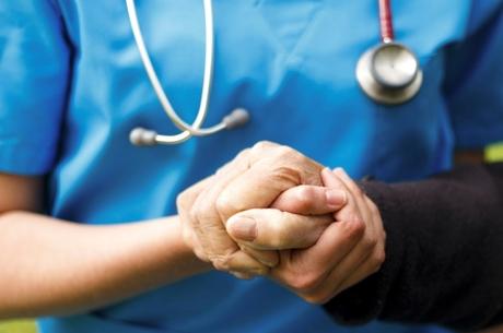 Estimulação intracraniana reduziria avanço de Parkinson, diz estudo