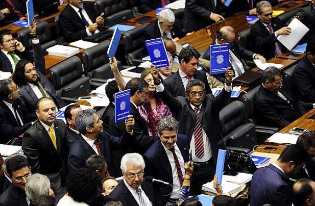 Câmara aprova emenda que garante terceirização da atividade-fim