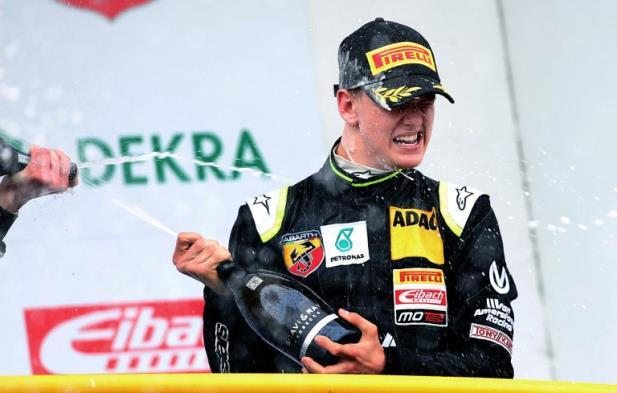 Filho de Schumacher vence primeira prova na F4
