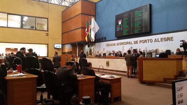 Votação do projeto que prevê plebiscito para cercamento da Redenção é adiada