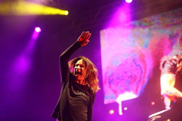 Ozzy Osbourne comanda metaleiros com a facilidade das lendas