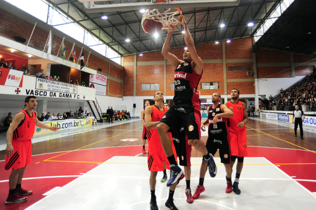 Em jogo dramático, Caxias do Sul Basquete bate o Sport por 70 a 67 e fica a uma vitória do título