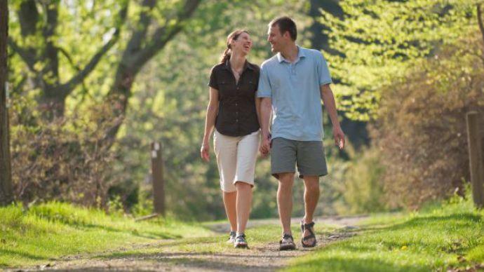 Caminhar dois minutos a cada hora reduz risco de doenças