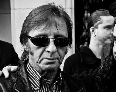 Baterista do AC/DC decepcionado com falta de contato com grupo