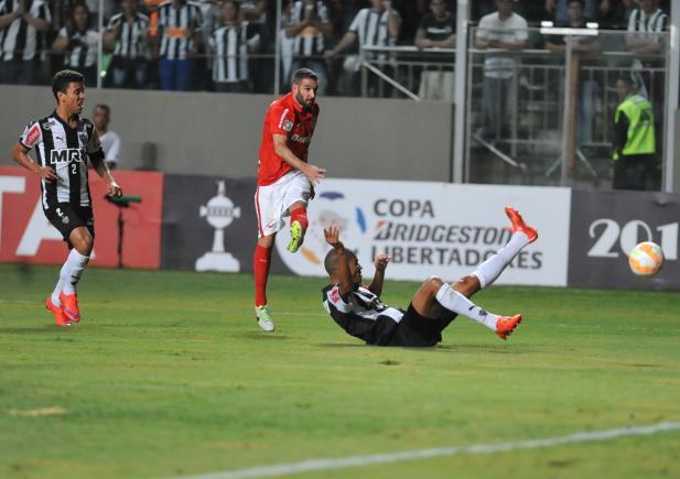Inter cede empate no fim, mas fica em vantagem contra o Atlético-MG