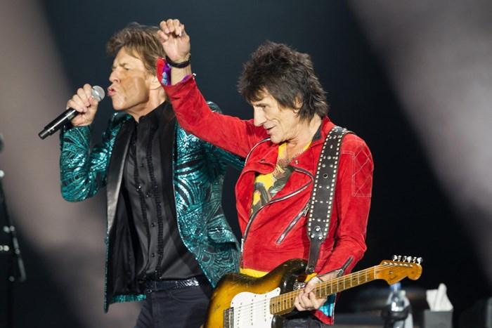 Mick Jagger e Ronnie Wood dos Rolling Stones e Nick Mason do Pink Floyd gravam single para as vítimas do terremoto no Nepal