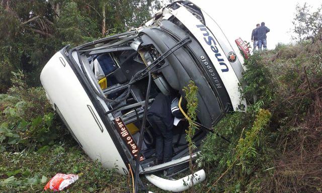Acidente entre ônibus e caminhão na BR-116 deixa pessoas feridas