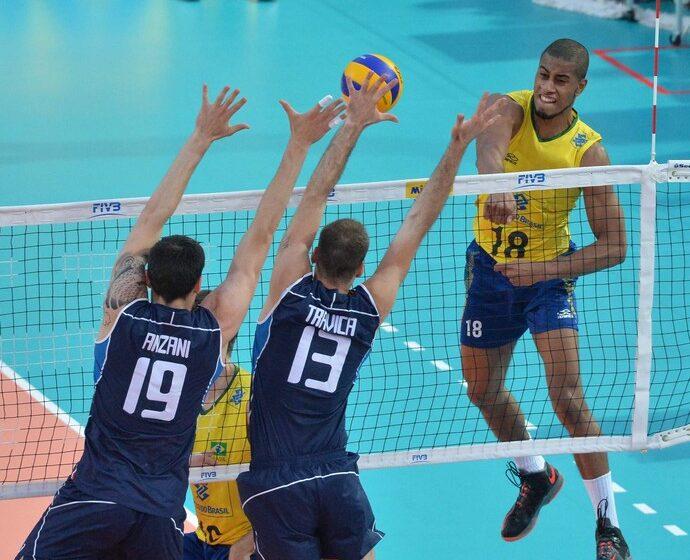 Com tie-break quente, Itália vence o Brasil em quadra aberta abarrotada