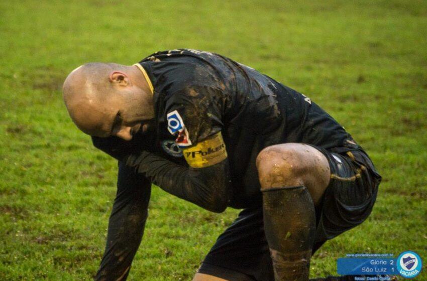 Alê Menezes tem lesão ligamentar e para até o final do ano