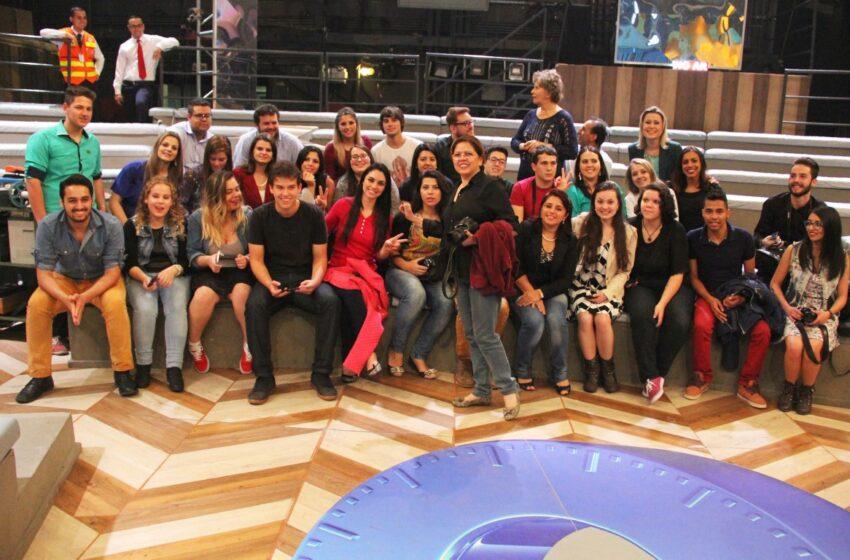 Estudantes de Vacaria participam de gravação do programa Altas Horas na TV Globo