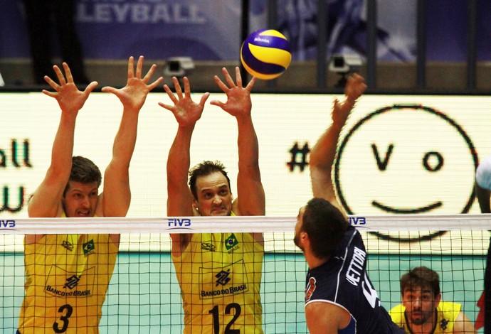 Itália vence tie-break alucinante, e Brasil perde primeira em casa na Liga