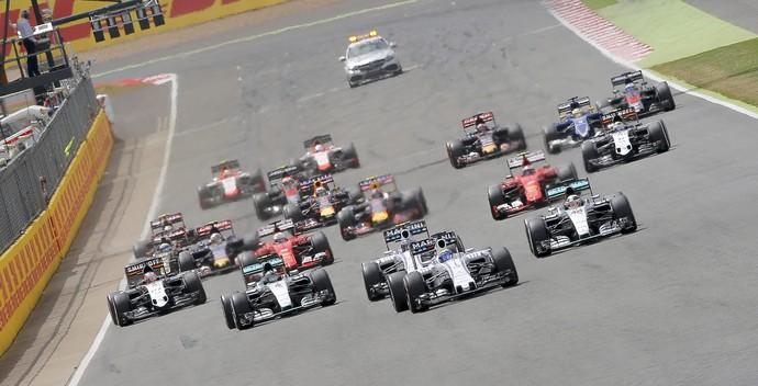 Massa dá bote na largada, lidera, mas Hamilton reage e vence na Inglaterra