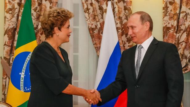 """Dilma se reúne com Putin e diz que Brics vive """"momento especial"""""""
