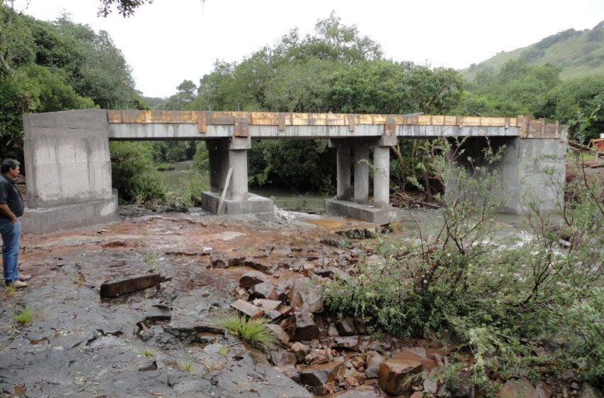 Águas levam ponte da Invernada dos Borges