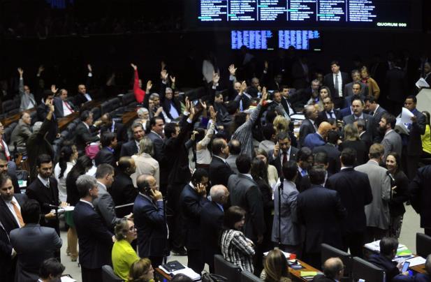 Plenário da Câmara recua e derruba mandatos de cinco anos
