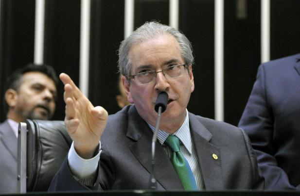 Cunha despacha 11 pedidos de impeachment contra Dilma Rousseff