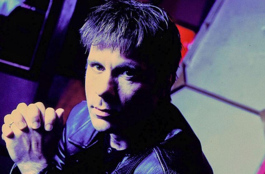 "Para Bruce Dickinson, primeiro disco do Iron Maiden é ""uma merda"""