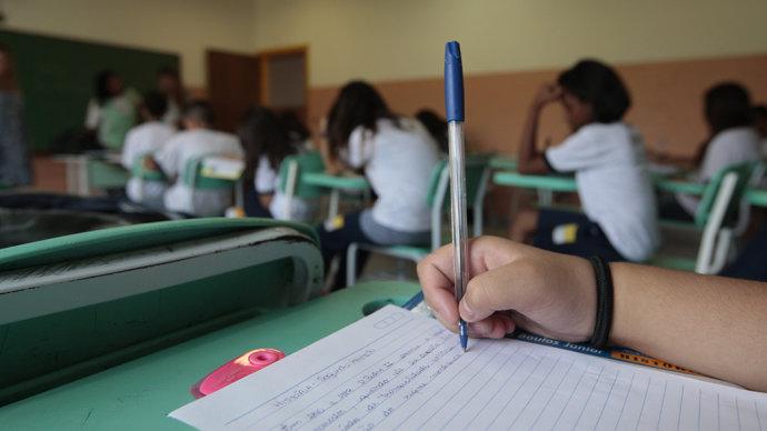 Cresce diferença de desempenho entre ricos e pobres até nas escolas públicas