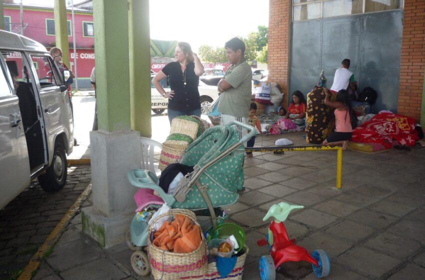 Administração doa passagens para índios que estavam na Rodoviária possam voltar para sua reserva