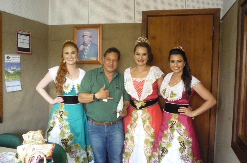 Soberanas de festa italiana de Nova Roma do Sul visitam Rádio Esmeralda