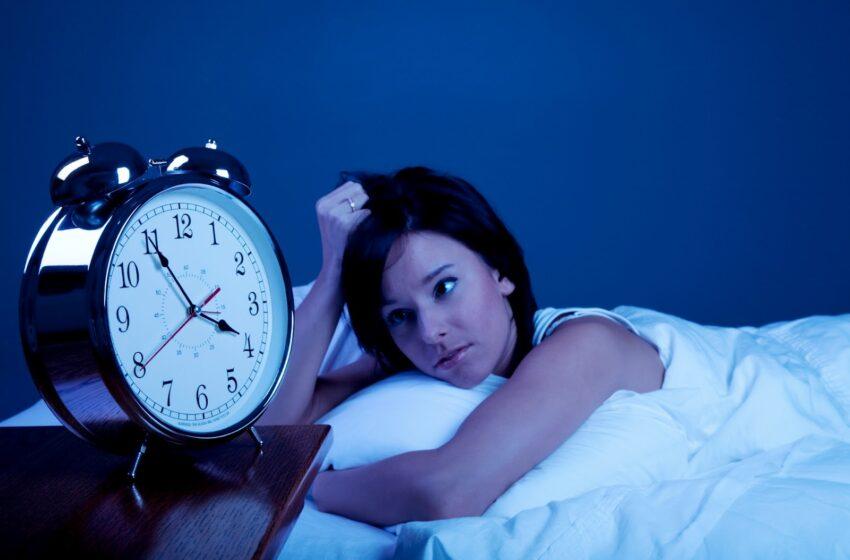 Pais e mães solteiros tendem a dormir menos – e mal