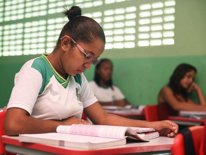 Notas de alunos de São Paulo melhoram, mas seguem distantes da meta do governo