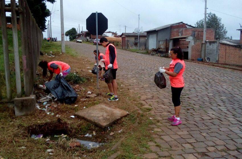 Mutirão de limpeza no Bairro Municipal