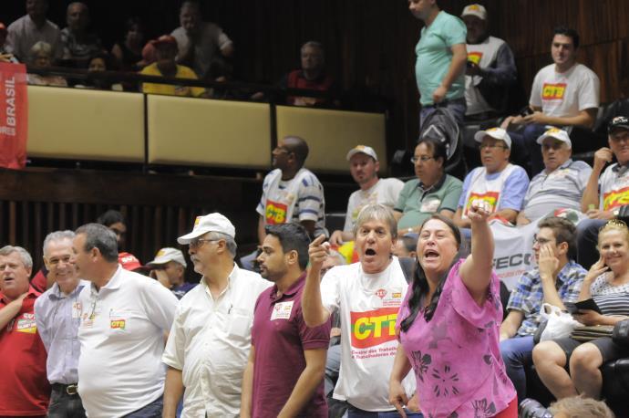 Assembleia aprova reajuste de 9,6% no salário mínimo regional