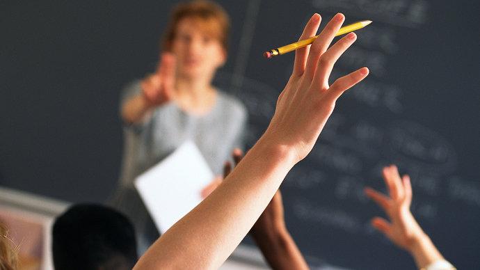 Acesso à escola de tempo integral no ensino médio é desigual, diz pesquisa