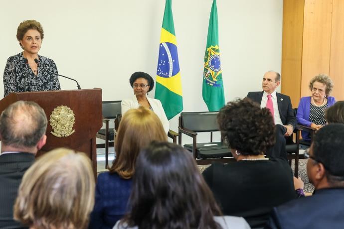 """Dilma faz apelo por """"compreensão, diálogo e unidade"""" do país"""