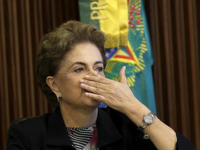 Dilma descarta renúncia: 'Resignação não é comigo, não'