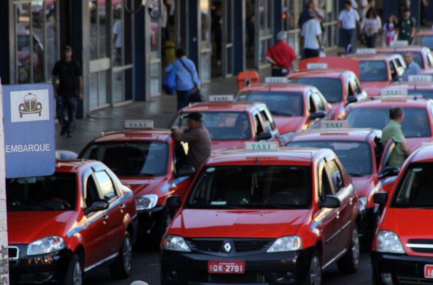 Tarifa de táxi em Porto Alegre terá novo reajuste em abril