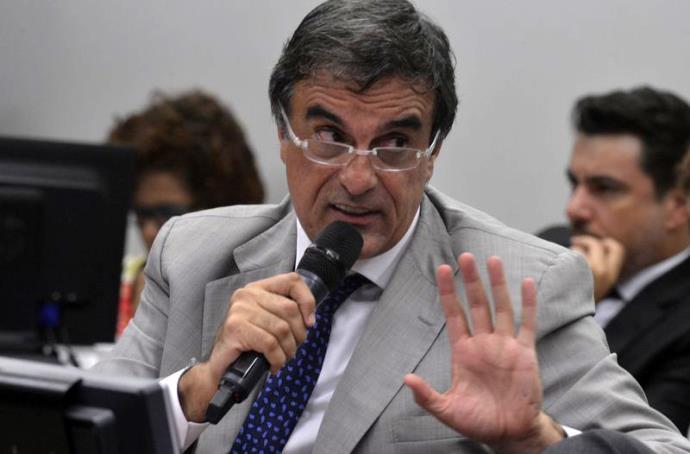 Impeachment será golpe se não respeitar a Constituição, afirma Cardozo