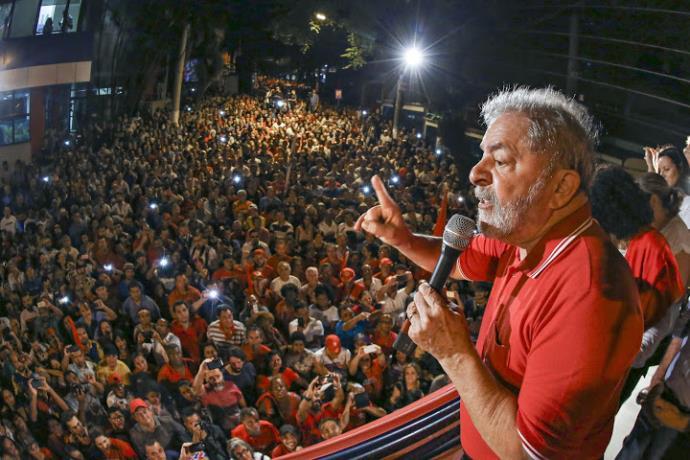 """Lula questiona Temer: """"Quer ser presidente? Disputa eleição"""""""