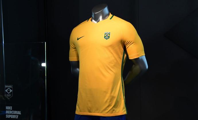 Uniformes do futebol olímpico, de pódio e da Vila são lançados no Rio