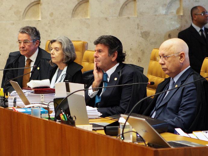 Às vésperas da votação do impeachment, Dilma sofre dura derrota no STF