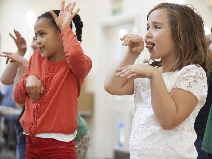 Senado aprova integração de dança, teatro e artes visuais no currículo do ensino básico