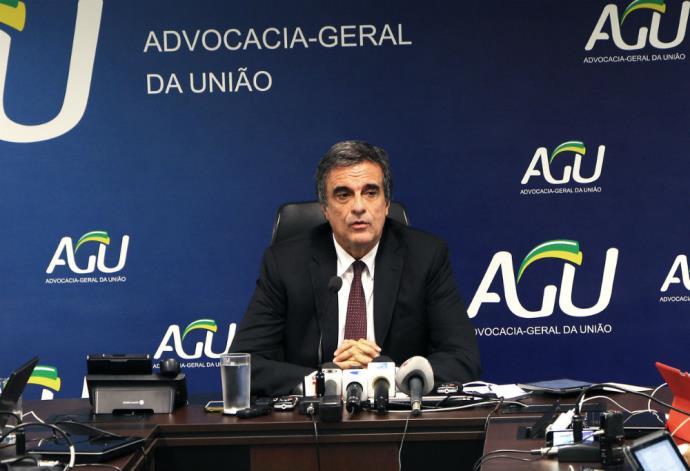 AGU entra com recurso na Câmara para anular votação do impeachment