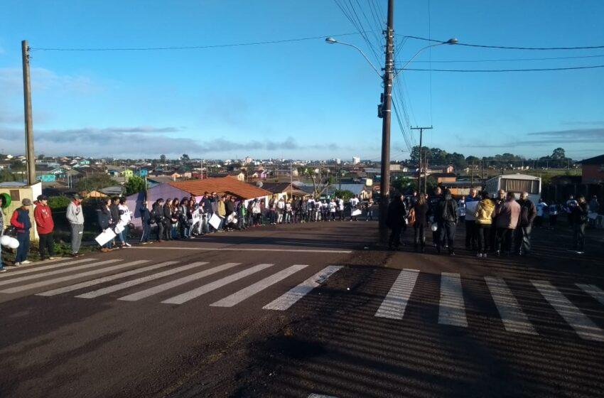 Manifestação pede justiça no caso Rariel