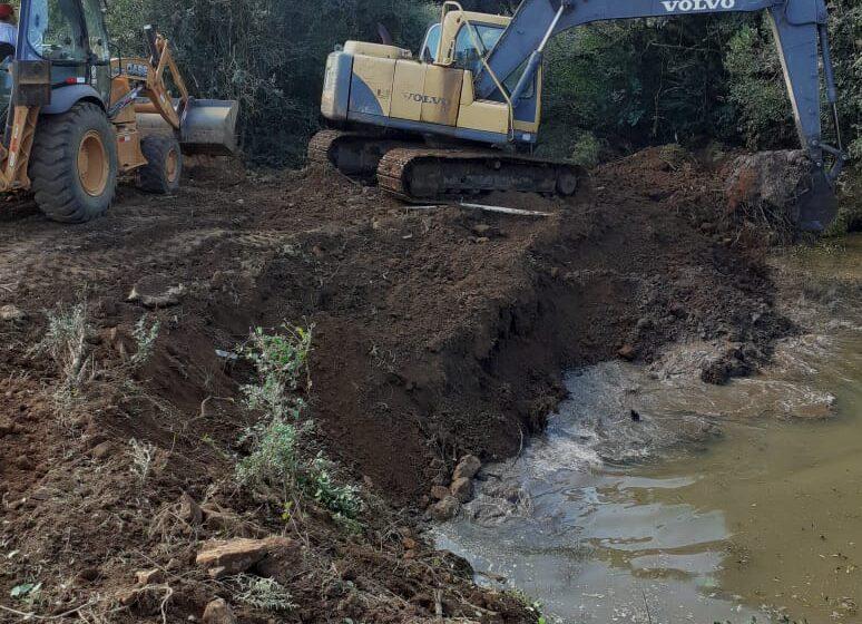 Corsan inicia transposição de água para abastecer barragem